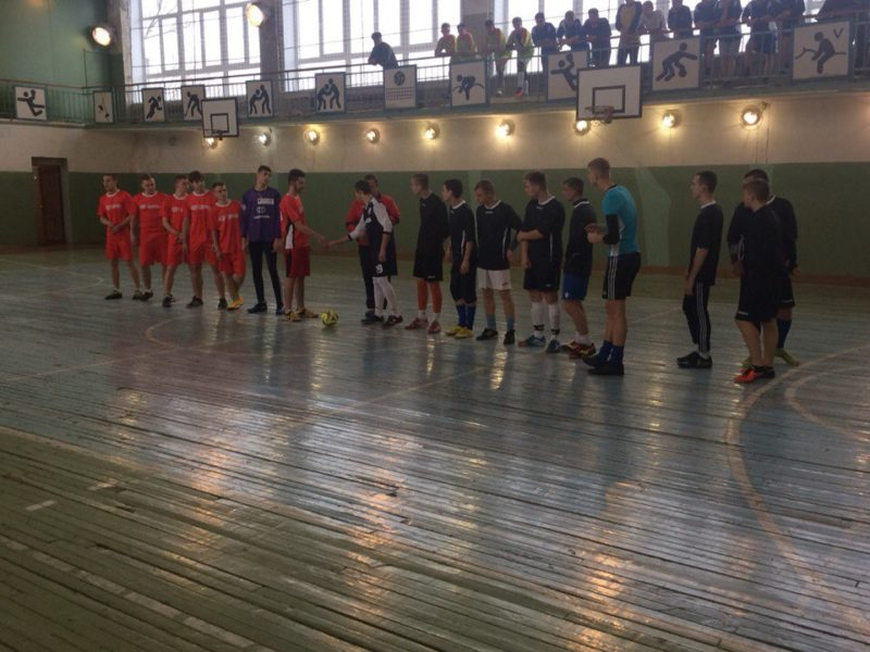 Соревнования по мини-футболу.